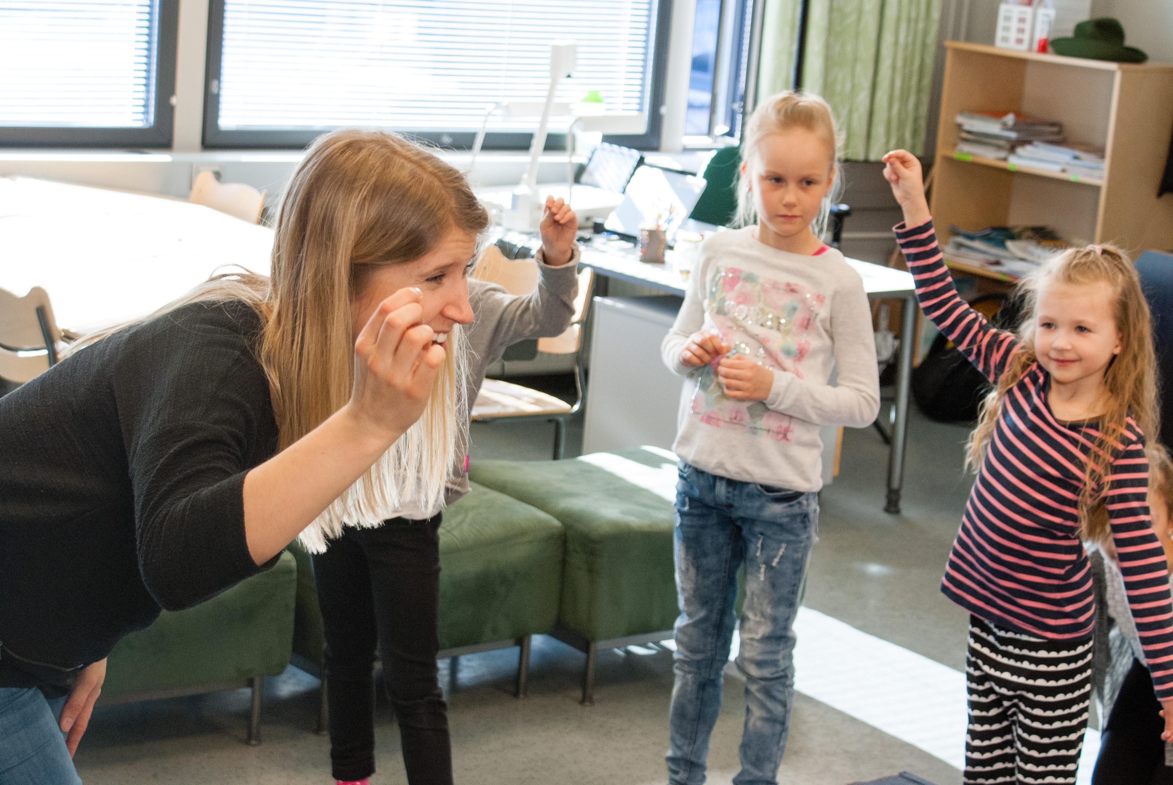 Vanhempainyhdistys tukemassa toiminnallista oppimista – hankki Breikkerin koululle